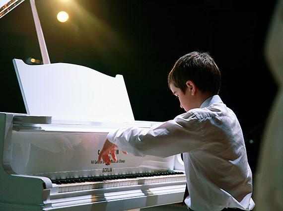 Школа Монтессори - уроки фортепиано